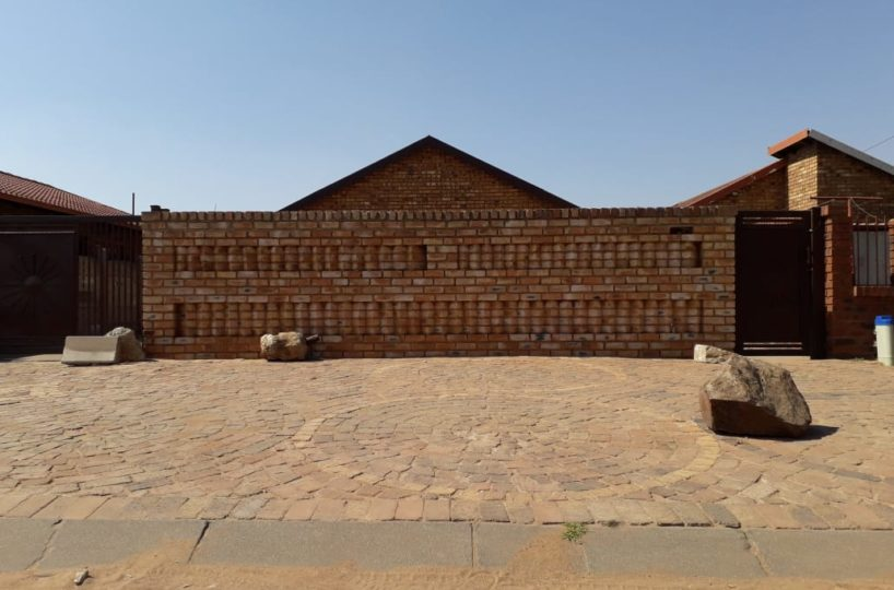 2 Bedroom house for sale in Daveyton